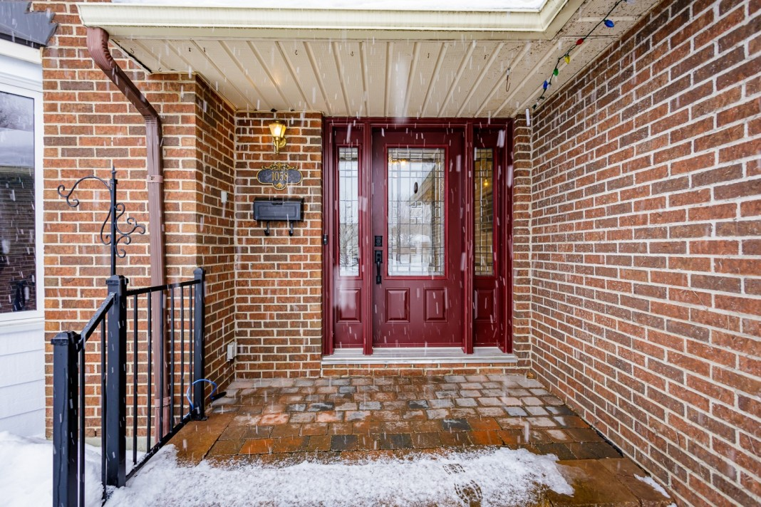 Photo 3 for 1058 Deauville Cres